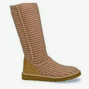 Ugg 5817 sweater boots size 9